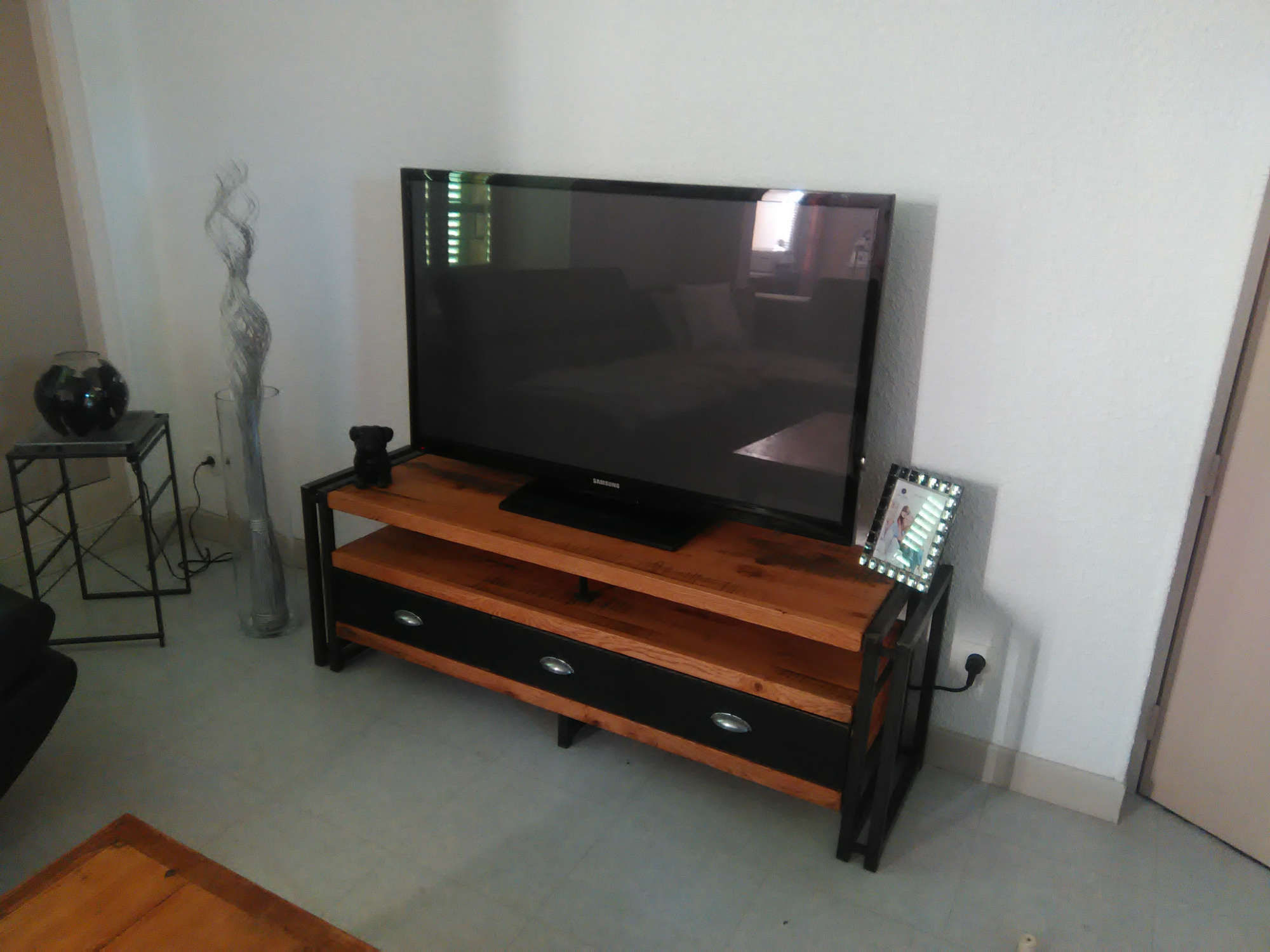 Meuble corbigny meubles dufour menuiserie cuisine for Meuble tv qui rentre